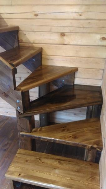 Правая забежная лестница