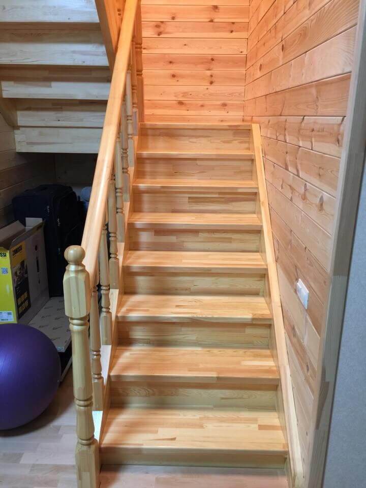 Простая лестница на второй этаж