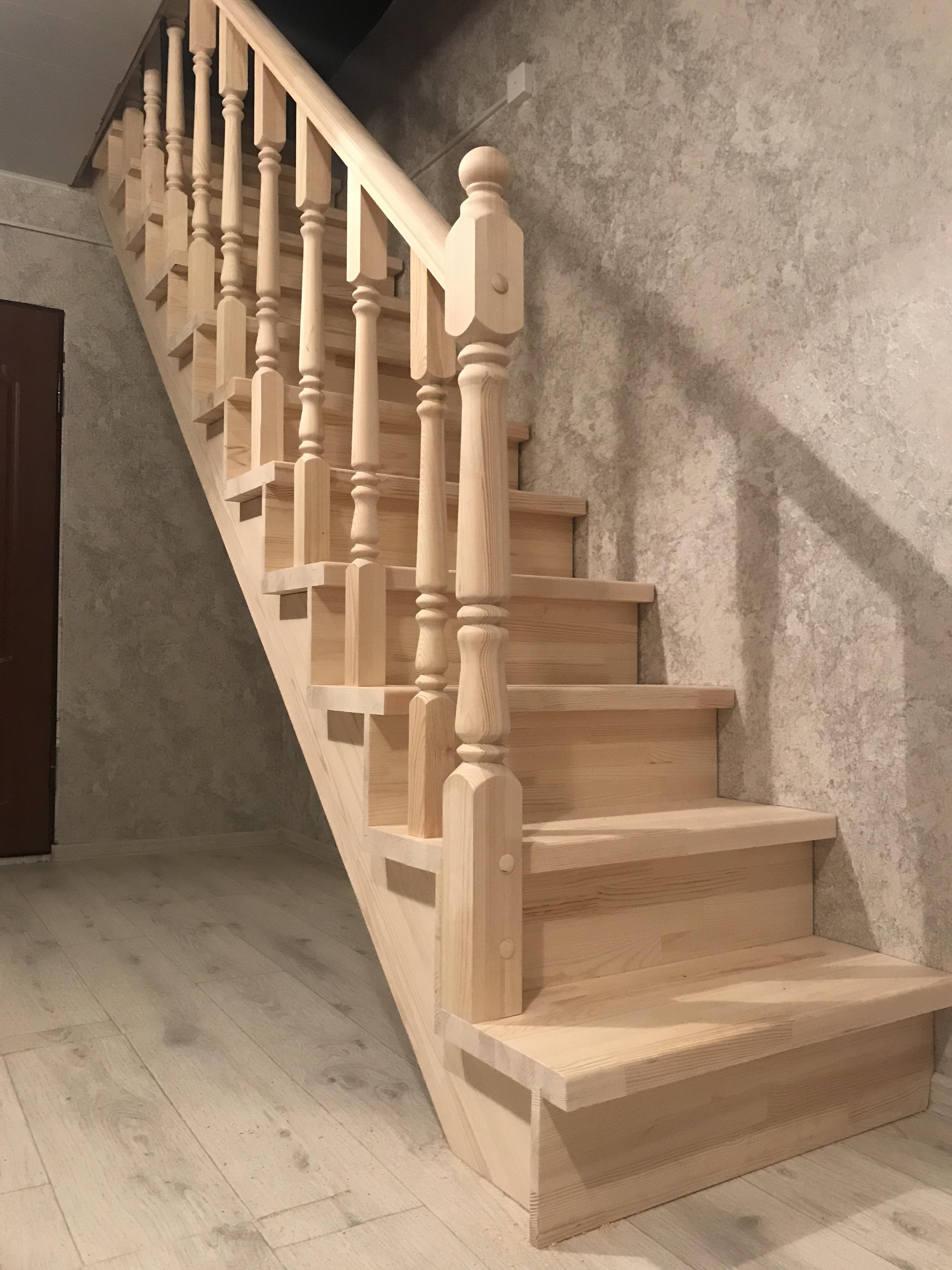 Готовая прямая лестница на второй этаж