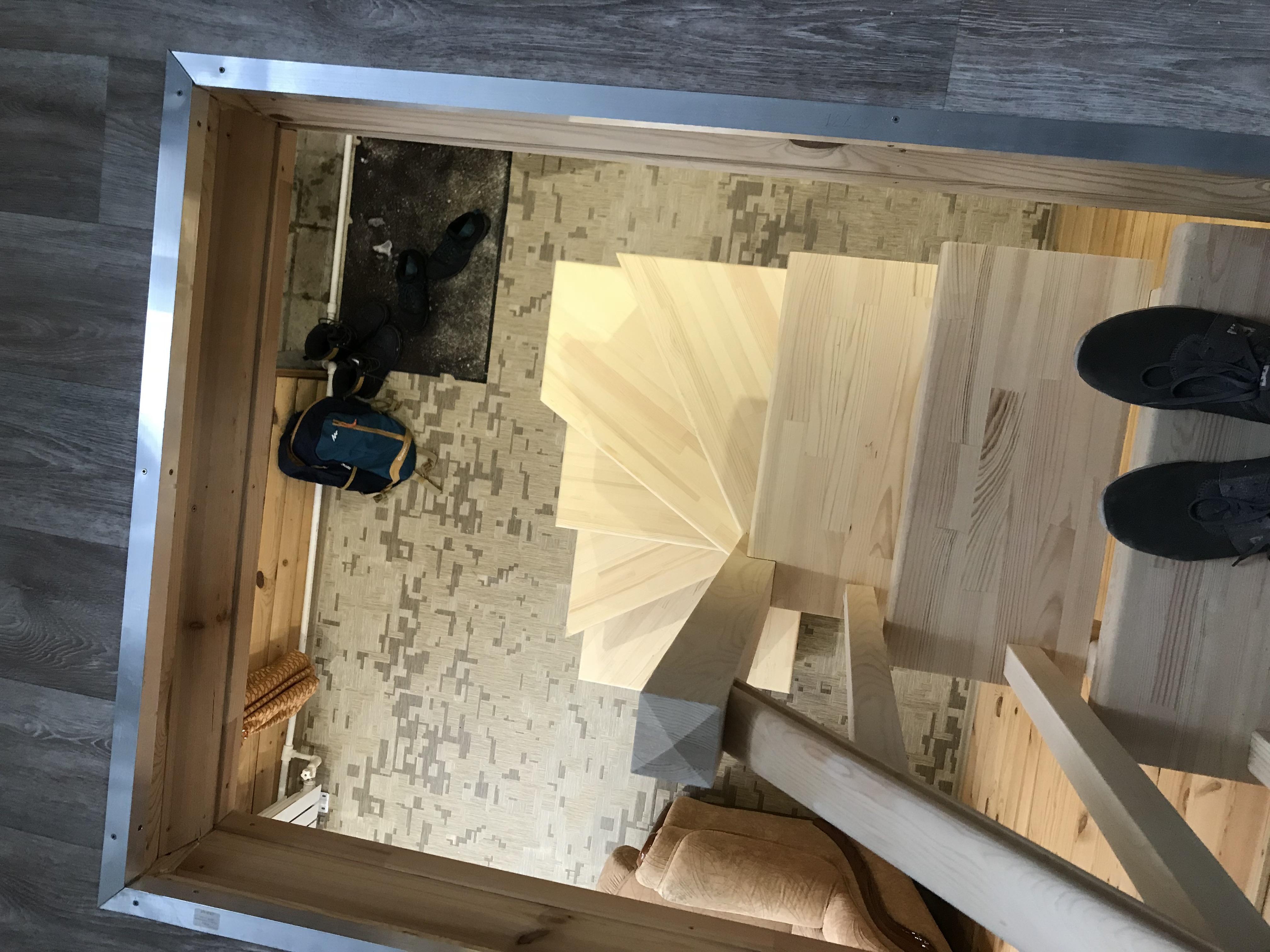 Лестница в дачном доме из березы