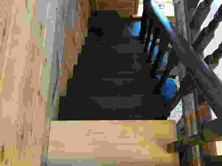 Painted wooden stairs to the loft — Construction calculators online